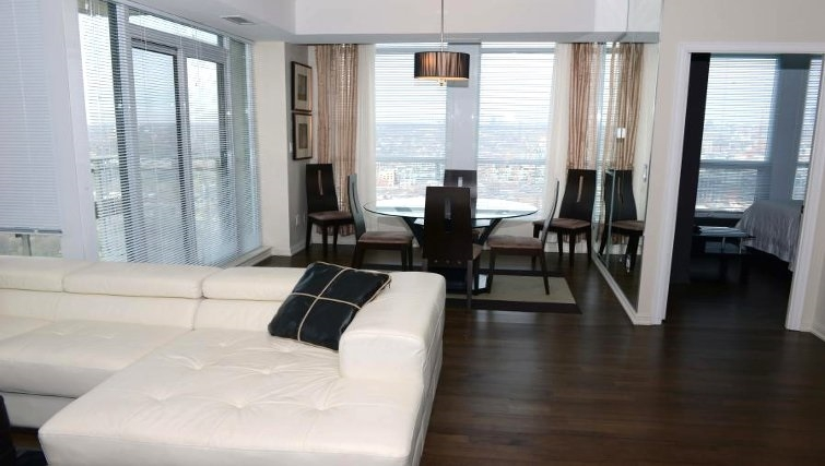 Ideal dining area in West Harbour City Apartment