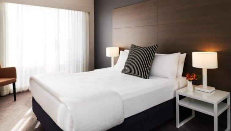Elegant bedroom in Adina Apartment Hotel Sydney, Surry Hills