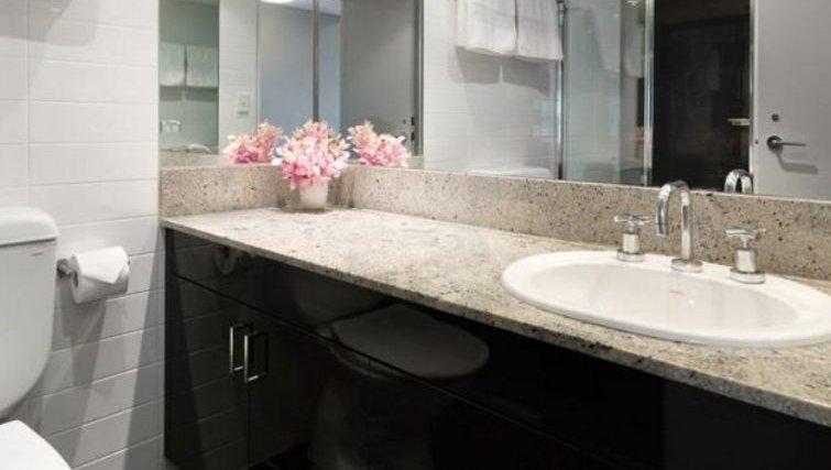 Executive bathroom at Adina Apartment Hotel Sydney, Surry Hills