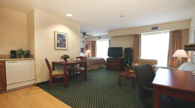 Multifunctional living area in Homewood Suites Providence Warwick