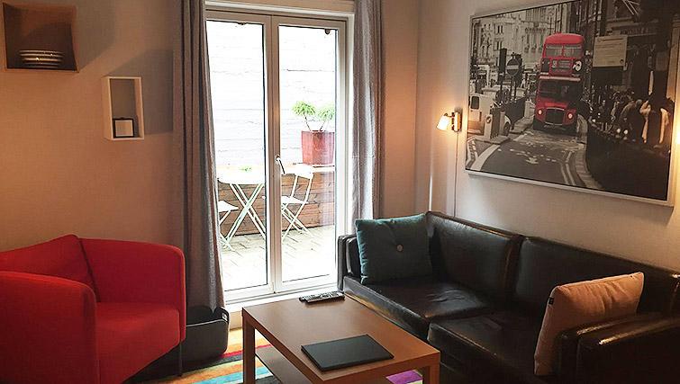 Bright living area at Lagardsveien Apartments