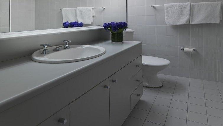 Classic bathroom at Medina Serviced Apartments North Ryde