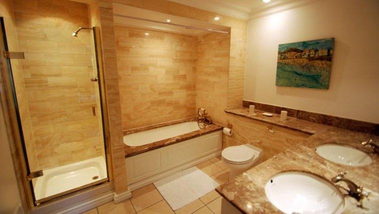 Stunning bathroom in Richmond Bridge Estate Apartments