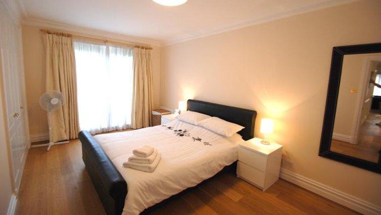 Delightful bedroom in Richmond Bridge Estate Apartments
