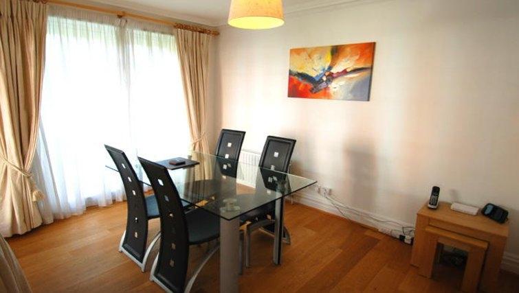 Classy dining area in Richmond Bridge Estate Apartments