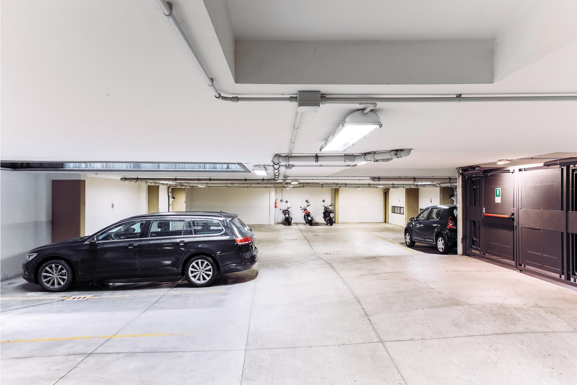 Garage at Residence Adriano