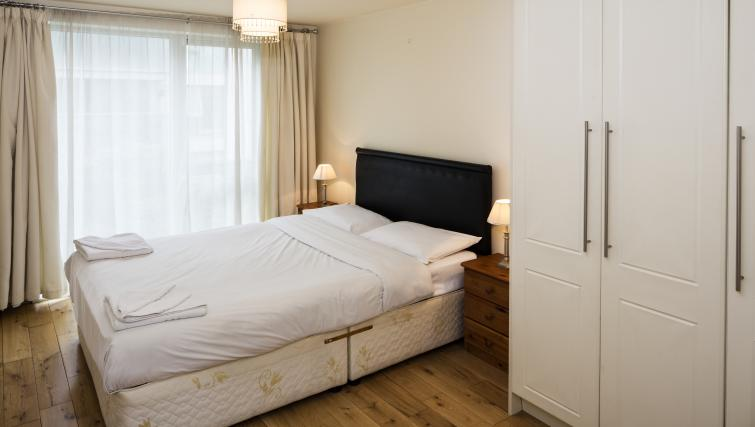 Double bed at Fitzwilliam Point Apartments