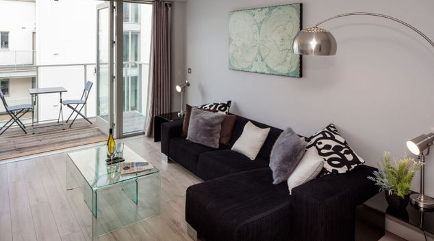 Living room at Fitzwilliam Point Apartments