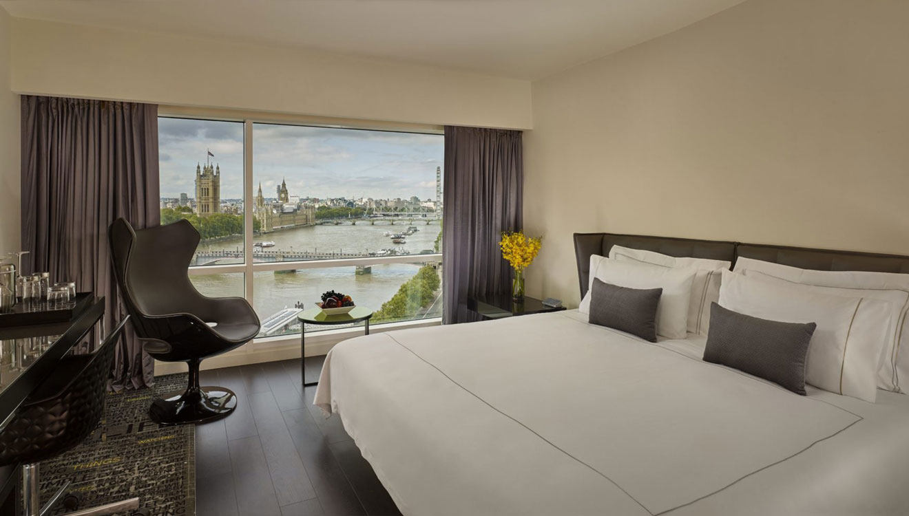 Bedroom at Plaza on the River