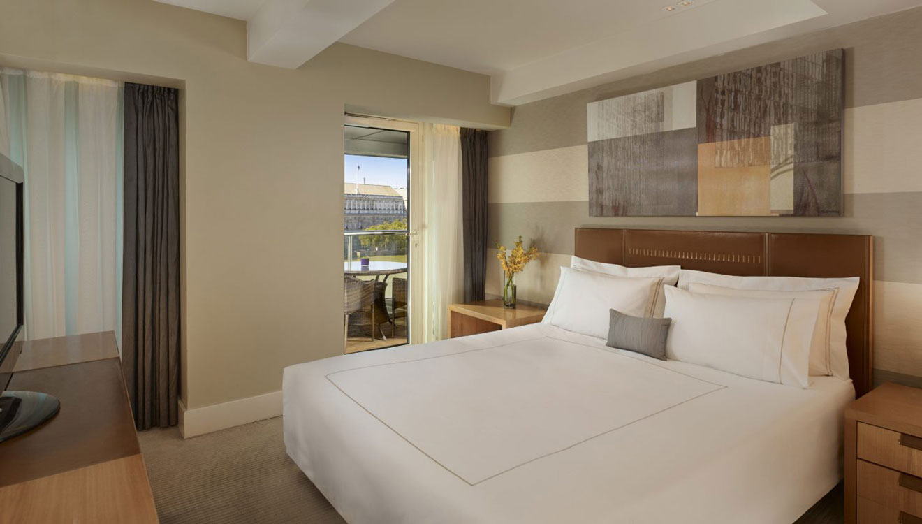 Spacious bedroom at Plaza on the River