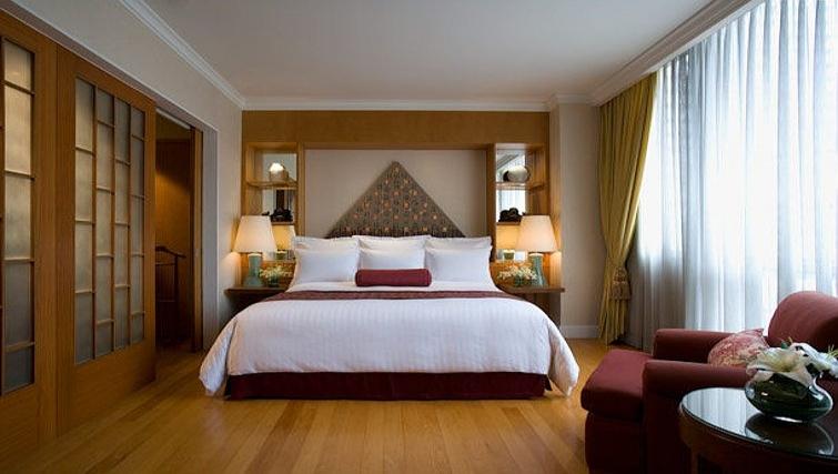 Spacious bedroom in Marriot Executive Apartments Mayfair - Bangkok