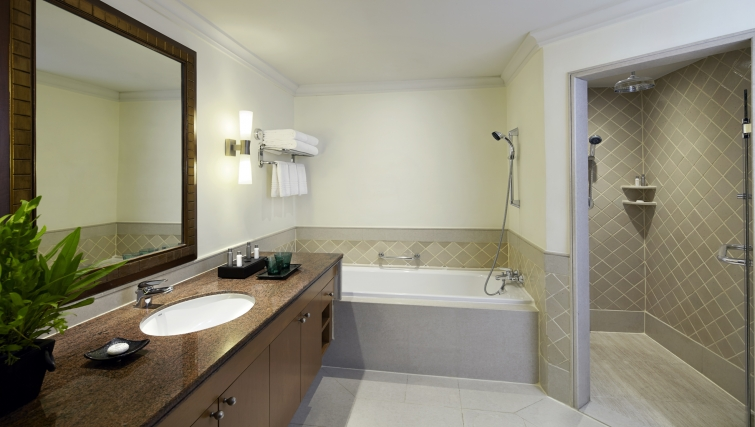 Immaculate bathroom in Marriot Executive Apartments Mayfair - Bangkok