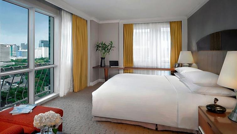 Bright bedroom in Marriot Executive Apartments Mayfair - Bangkok