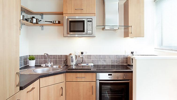 Modern kitchen in Swindon Paramount Apartments