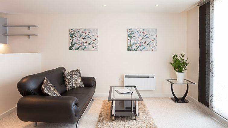 Spacious living area in Swindon Paramount Apartments
