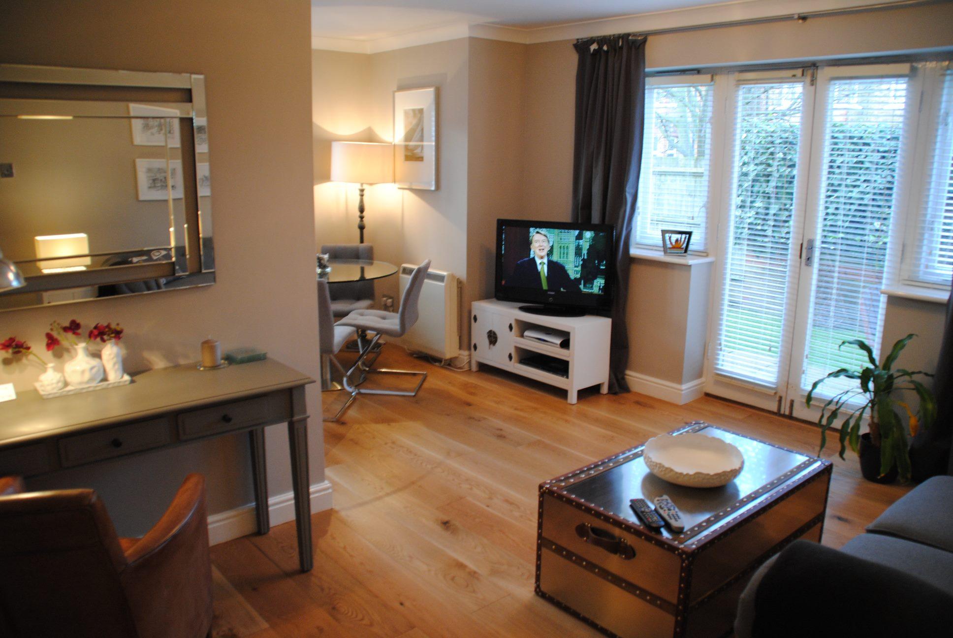 Desk area at Elizabeth Court Apartments