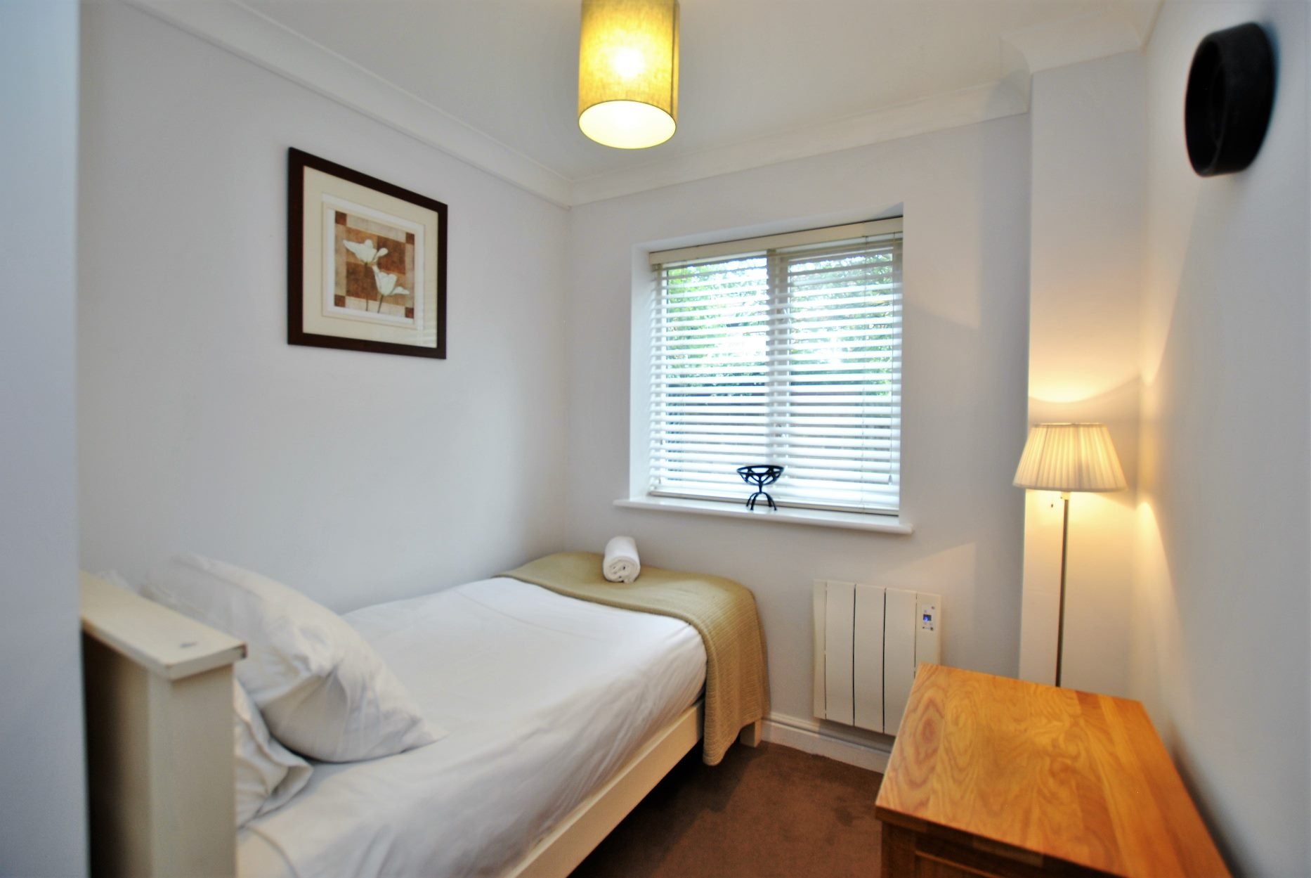 Single bed at Elizabeth Court Apartments