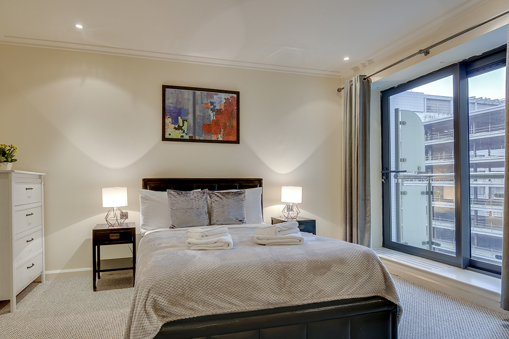 Bedroom at Discovery Dock West