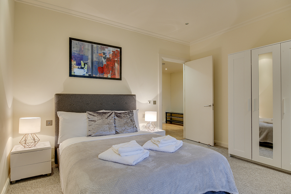 Modern bedroom at Discovery Dock West