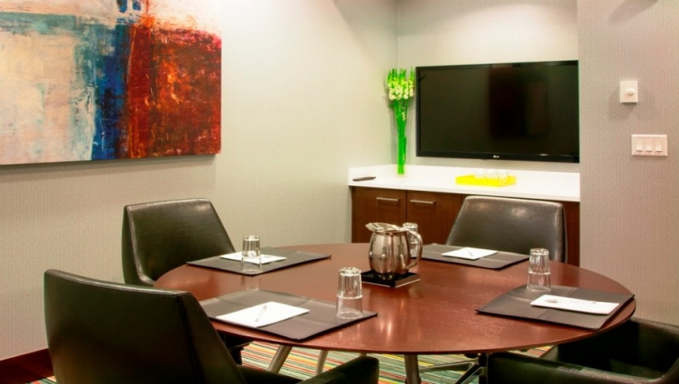 Dining area in Homewood Suites Denver Downtown Convention Center