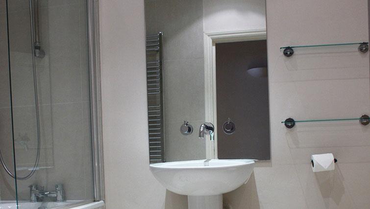 Bathroom at Abbotts Chambers Apartments
