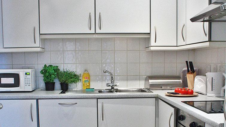 Kitchen facilities at Abbotts Chambers Apartments
