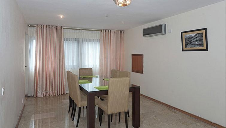 Dining area at 34 Cameron Road Apartments