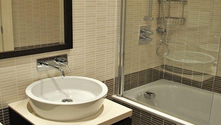 Stunning bathroom at Lynedoch Glasgow Apartments