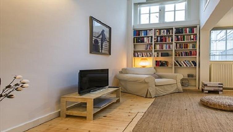 Tasteful living area in Lisa Apartment, Amsterdam