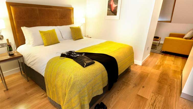 Modern bedroom at Premier Suites Dublin Ballsbridge
