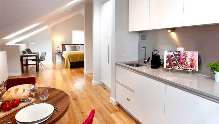 Kitchen/ding area at Premier Suites Dublin Ballsbridge