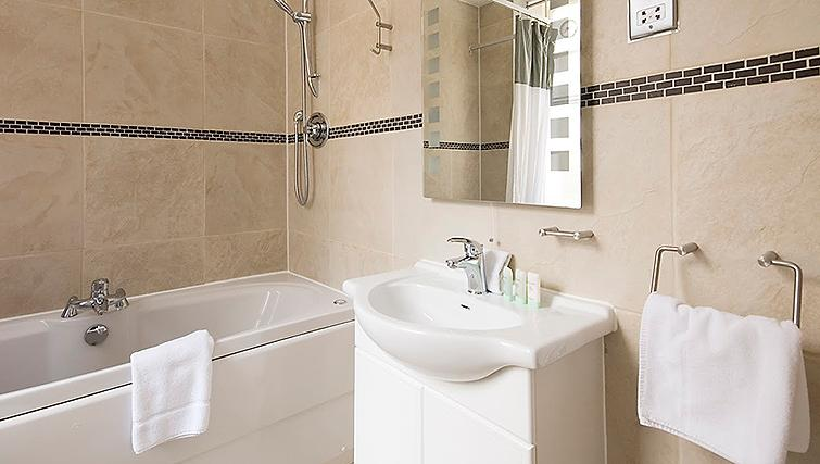 Pristine bathroom at 17 Hertford Street Apartments