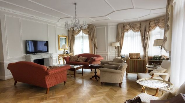 Luxurious living area in Cumberland House