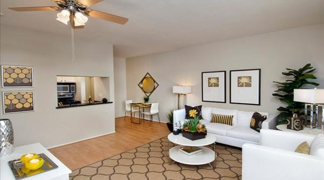 Living area at Archstone South Market Apartments
