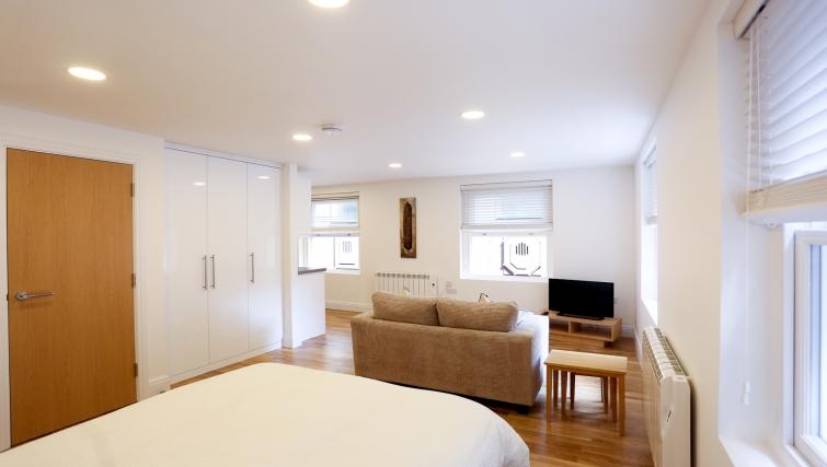 Modern studio apartment at Fleet Street Studio Apartments