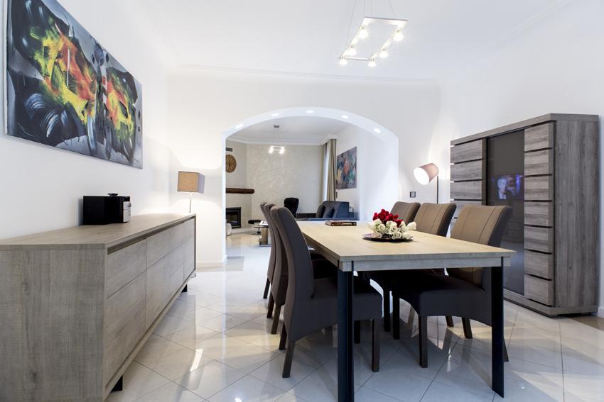 Dining table at Villa Cortina Apartments