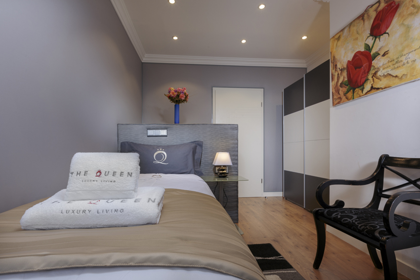 Single bed at Villa Cortina Apartments