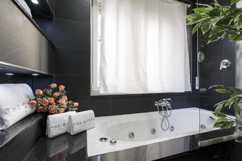 Stylish bathroom at Villa Cortina Apartments