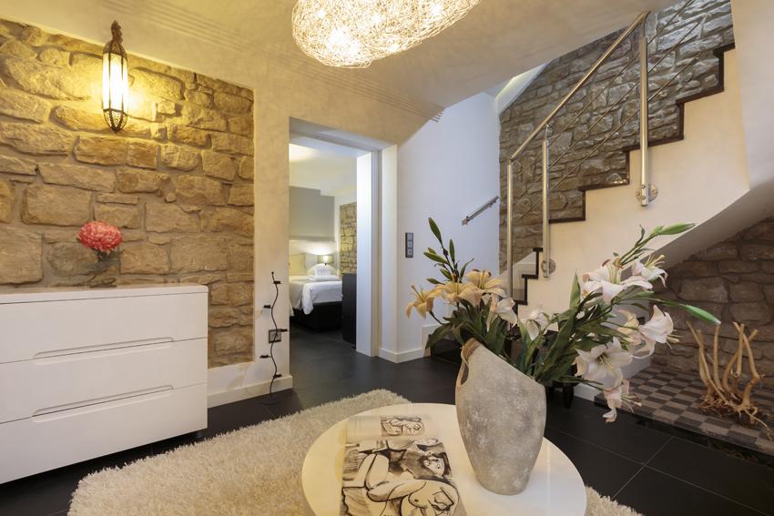 Hallway at Villa Cortina Apartments
