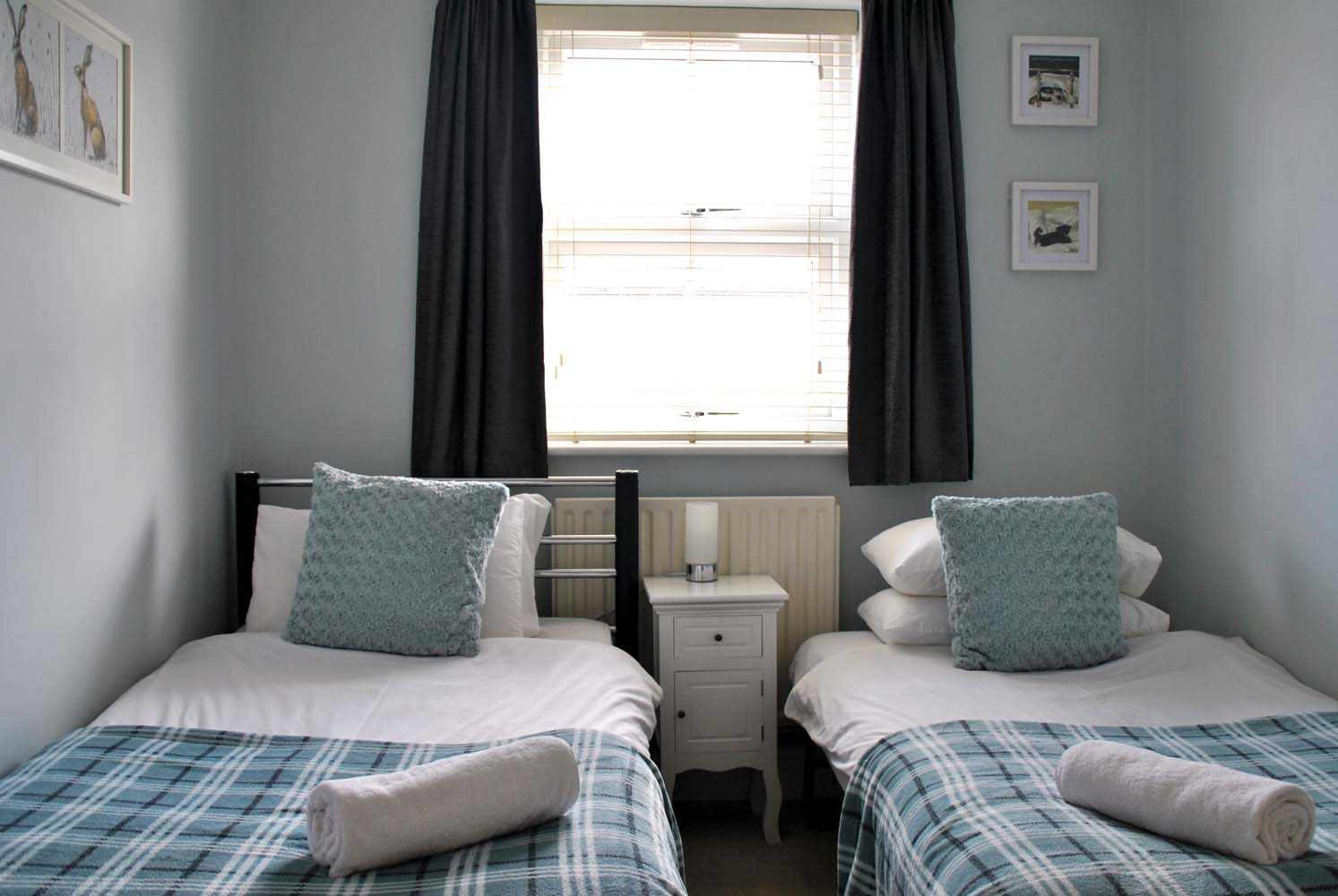 Twin beds at Garfield Place Apartments