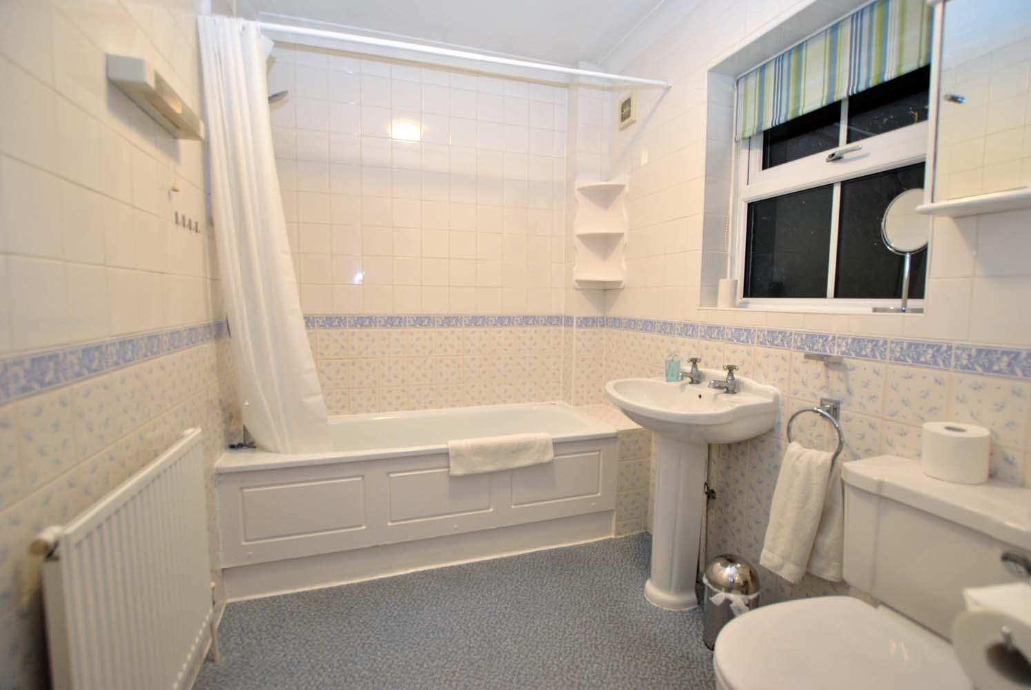 Bath at Garfield Place Apartments