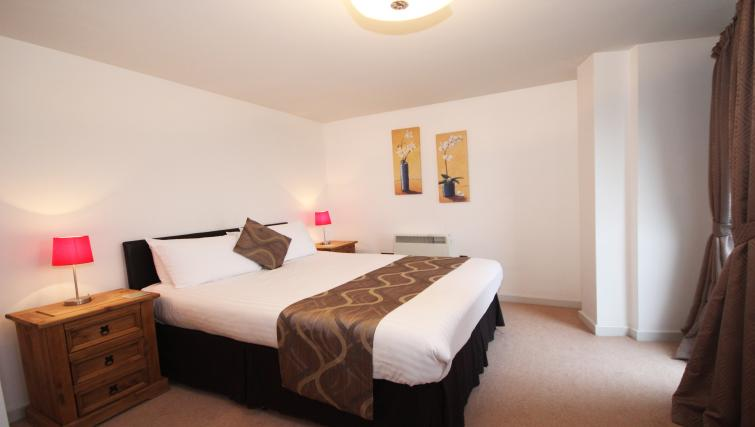Bed at Baltic Quays Apartments