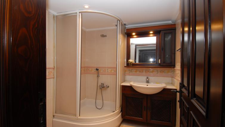 Pristine bathroom at Cheya Residences Rumelihisarı