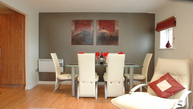 Classy dining area in Curzon Places