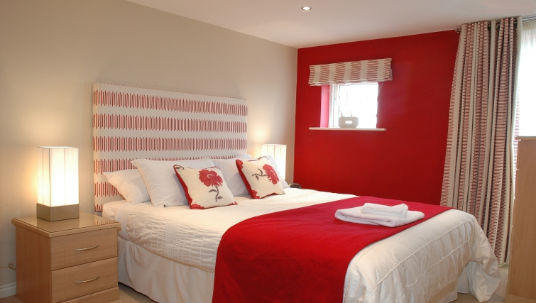 Executive bedroom in Curzon Places