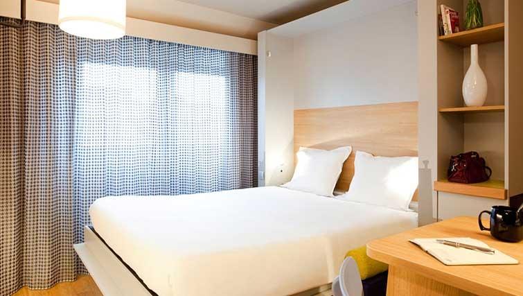 Bedroom at Adagio Access Munchen City Olympiapark