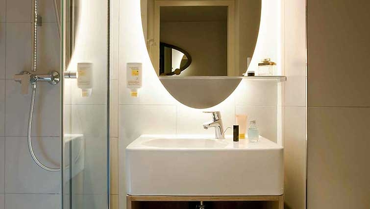 Bathroom at Adagio Access Munchen City Olympiapark
