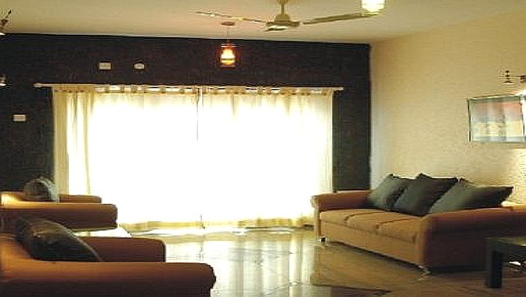 Spacious living area in Langford Gardens Apartments