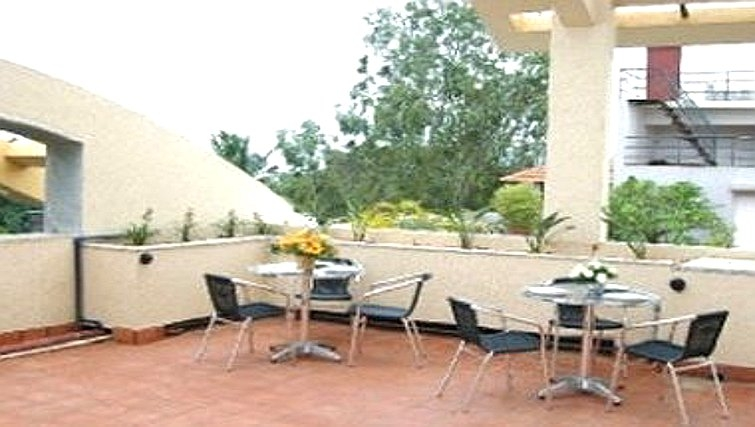 Tranquil patio in Langford Gardens Apartments