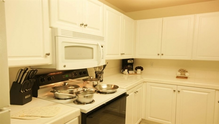 Fully equipped kitchen at Oak Creek Apartments